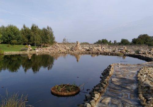 Декорация и ландшафтный дизайн искусственного водоема